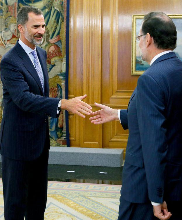 Foto: El rey Felipe VI saluda al presidente del Gobierno, Mariano Rajoy. (Efe)