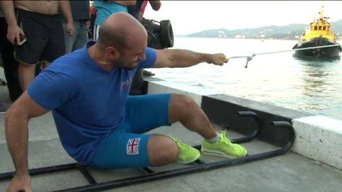 Un hombre logra mover un barco de 200 toneladas con el dedo corazón