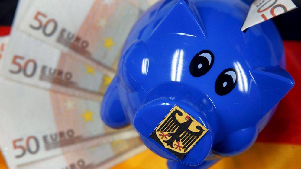 Foto: Una hucha y billetes de 50 euros fotografiados en Schwerin (Alemania). (EFE)