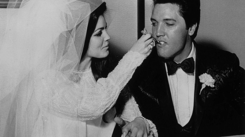 Elvis y Priscilla, el día de su boda en Las Vegas. (Getty)