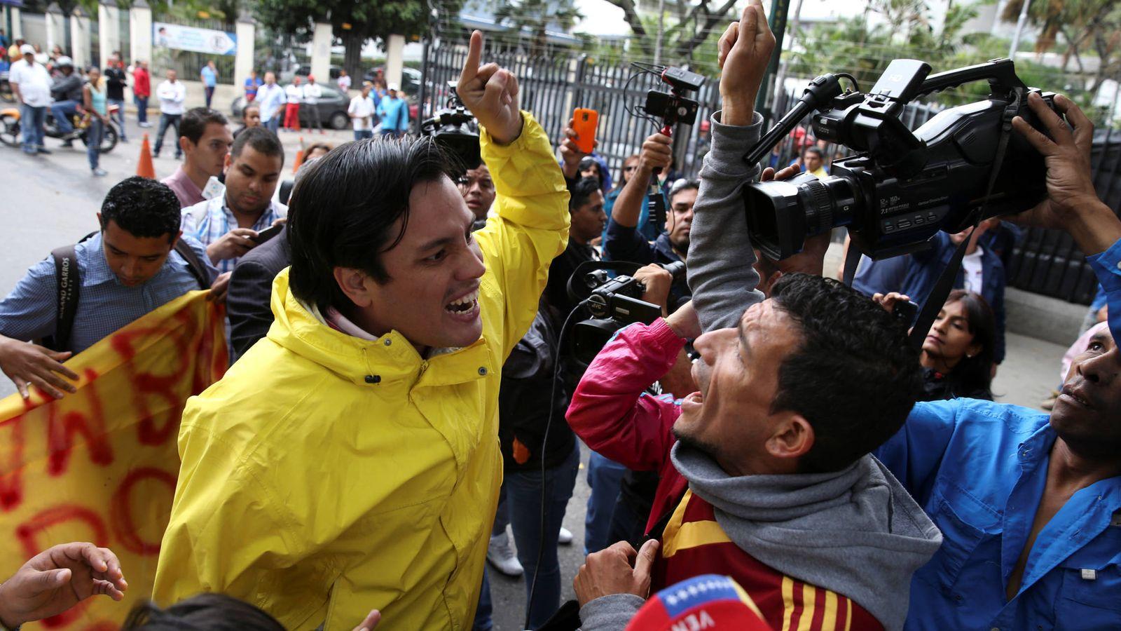 Foto: Carlos Paparoni, diputado de la MUD, discute con un simpatizante de Nicolás Maduro durante una protesta en Caracas (Reuters).