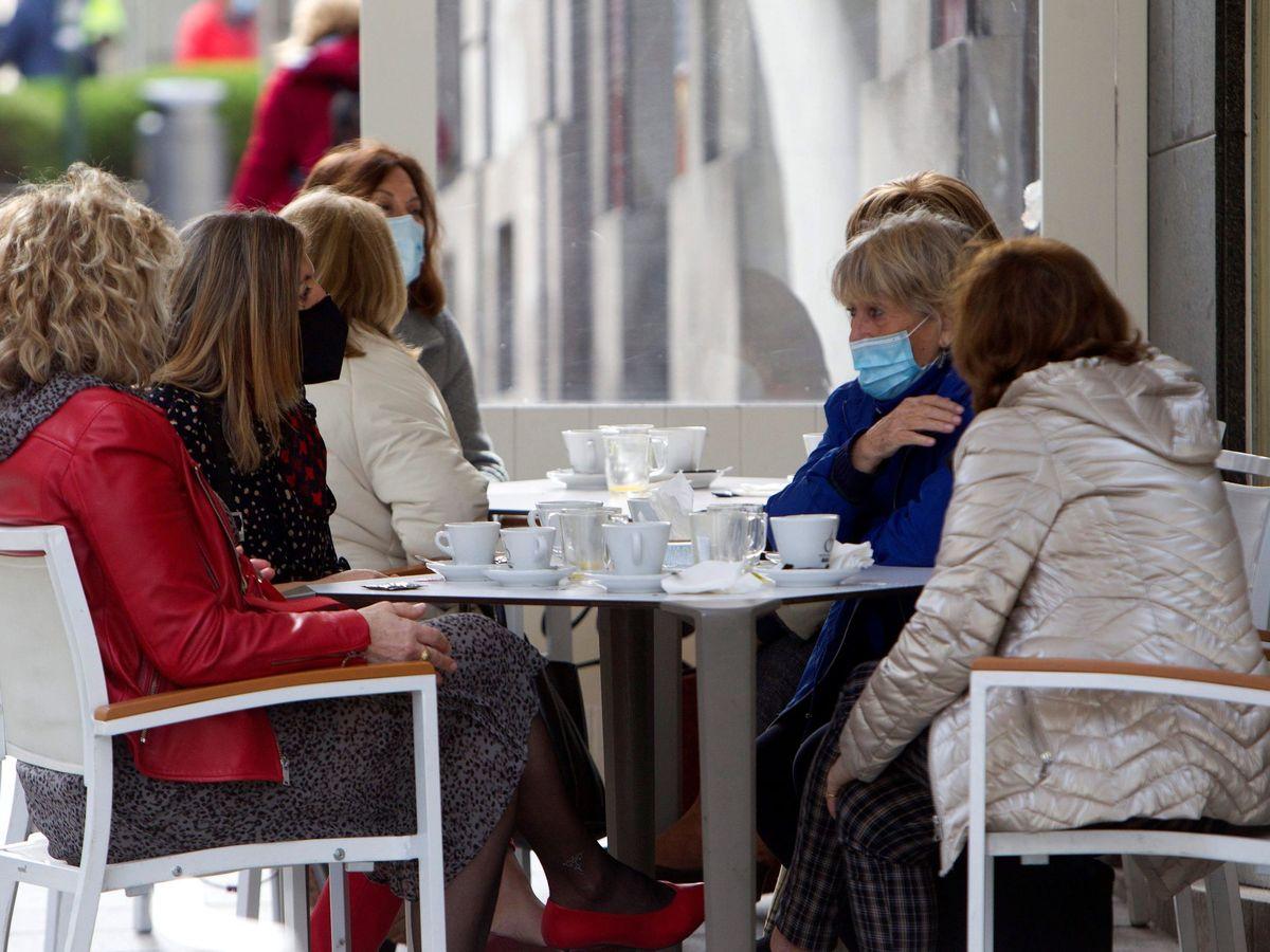 Foto: Una cafetería en Vigo. (EFE)