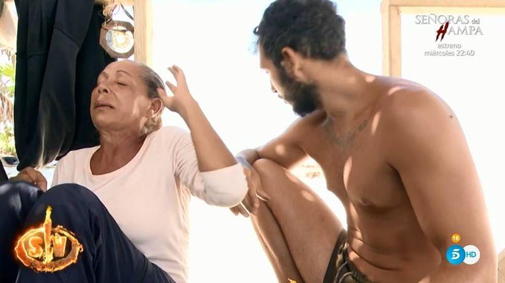 Foto: La crisis de ansiedad de Isabel Pantoja en 'Supervivientes'. (Telecinco)