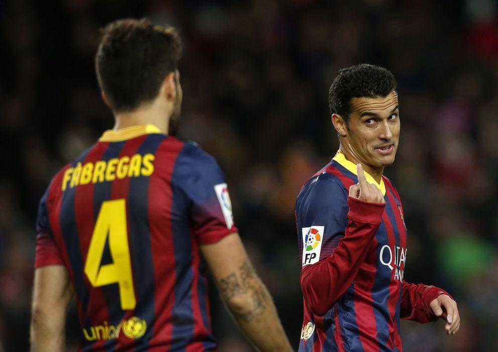 Foto: Pedro habla con Cesc durante un partido en su etapa como jugador del Barça.