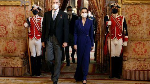 Letizia, lección de elegancia ante el cuerpo diplomático con este misterioso vestido