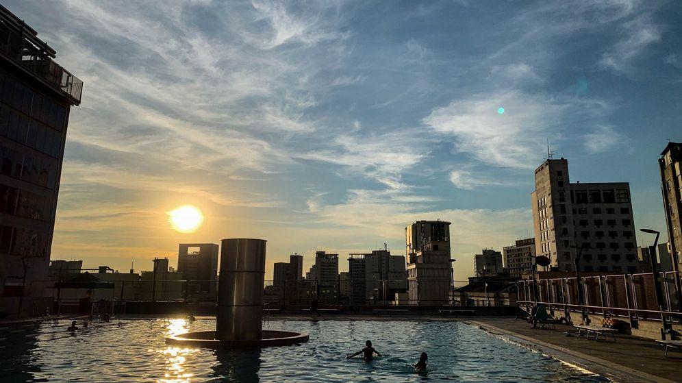 Foto: Las dos hermanas estaban jugando en la piscina de una urbanización