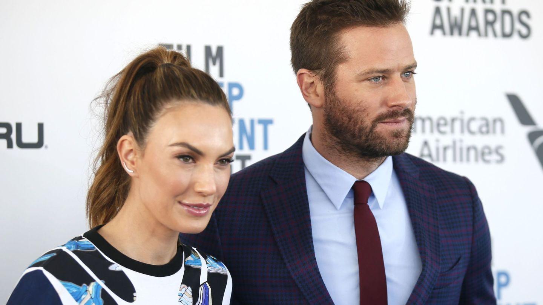 Hammer, en los Independent Spirit Awards con la que fue su esposa en 2019. (CP)