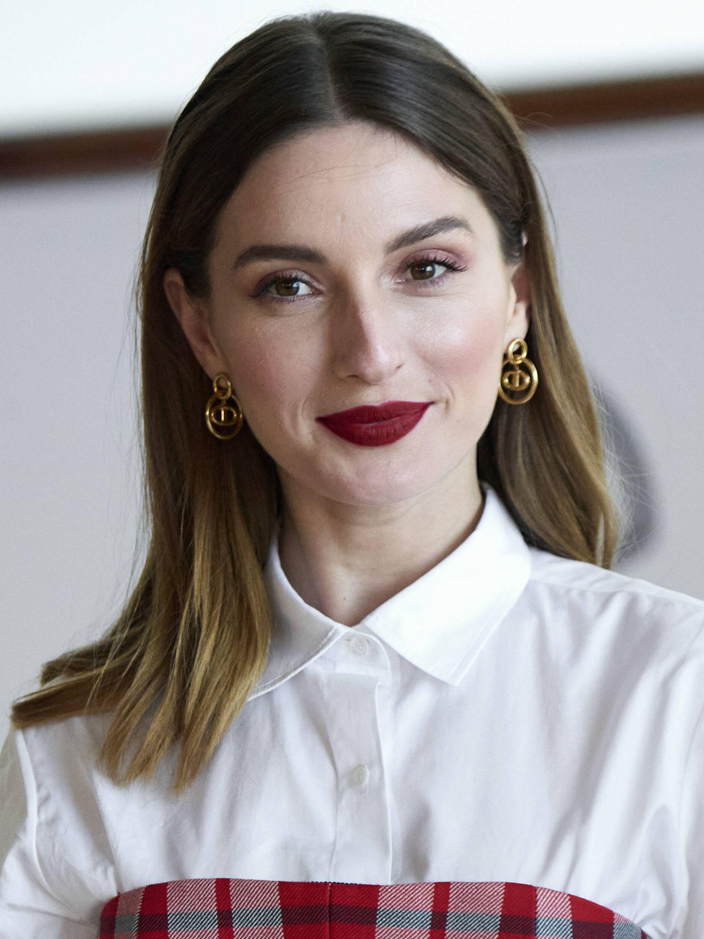 María Valverde, con maquillaje en tonos rojos en el Festival de Cine de San Sebastián. (Getty)