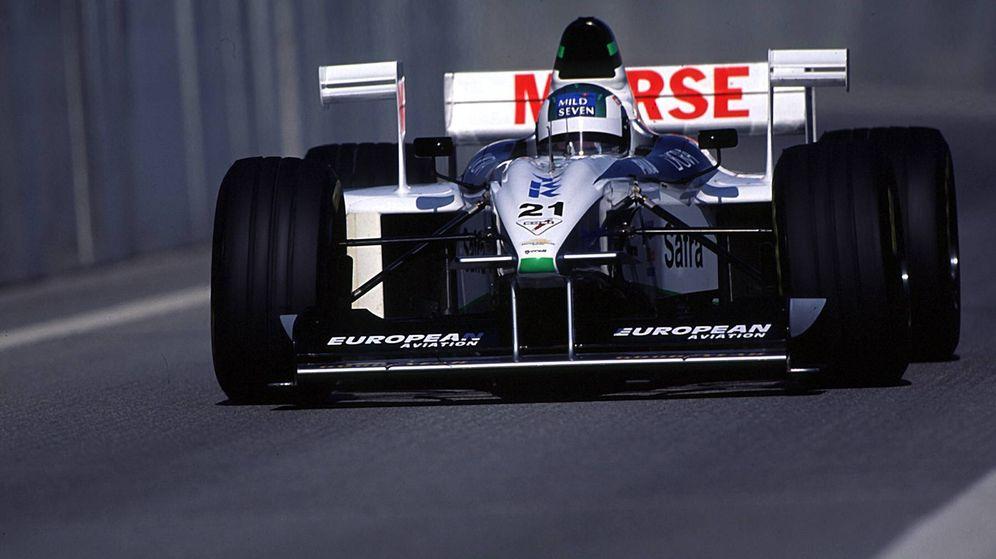 Foto: El Tyrrell-Ford de 1998 rodando en Barcelona. (Imago)