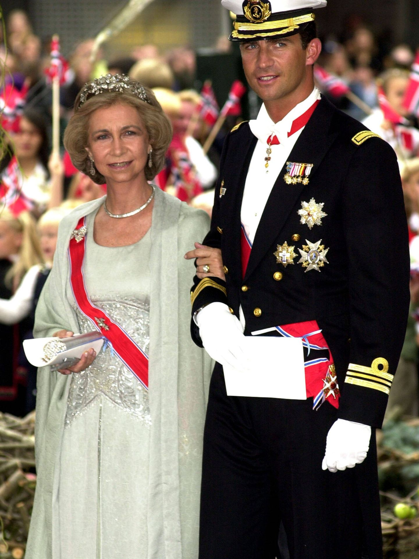 La reina Sofía y don Felipe. (Getty)