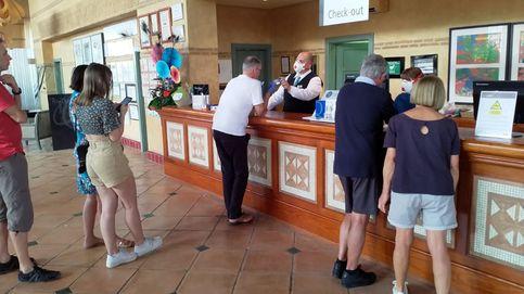 Mil personas retenidas en el hotel en Adeje donde se alojaba el italiano con coronavirus