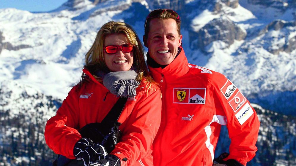 Foto: Michael Schumacher y su esposa Corinna, en los Alpes italianos en 2004 (Gtres).