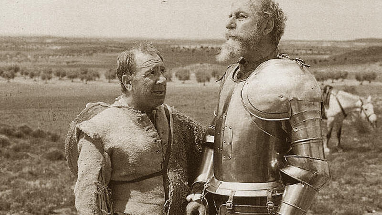 Foto: Alfredo Landa (i) interpretando a Sancho Panza y Fernando Rey a Alonso Quijano en la serie para la televisión de El Quijote.