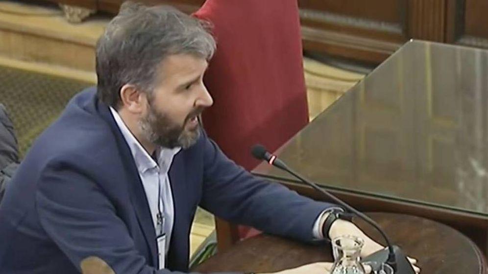 Foto: El publicista Ferran Burriel, durante su declaración como testigo en el juicio del 'procés'. (YouTube)