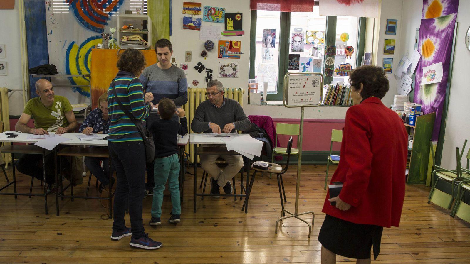Foto: La Escuela de Artes y Oficios de Vitoria actúa este 25S como colegio electoral (EFE)