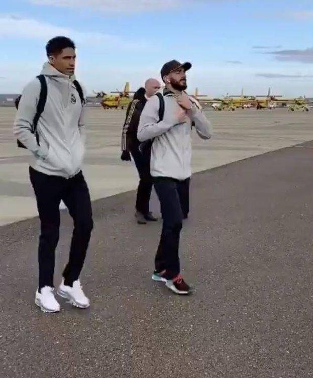 Foto: Varane y Benzema, en Matacán. (@RealMadrid)