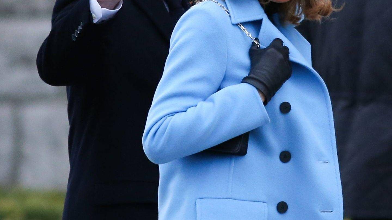 Emmanuel y Brigitte Macron, durante las votaciones. (Cordon Press)