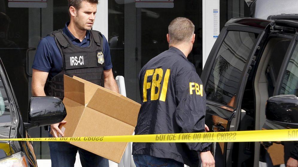 Foto: Fotografía de archivo de un agente del FBI durante una investigación. (Reuters)