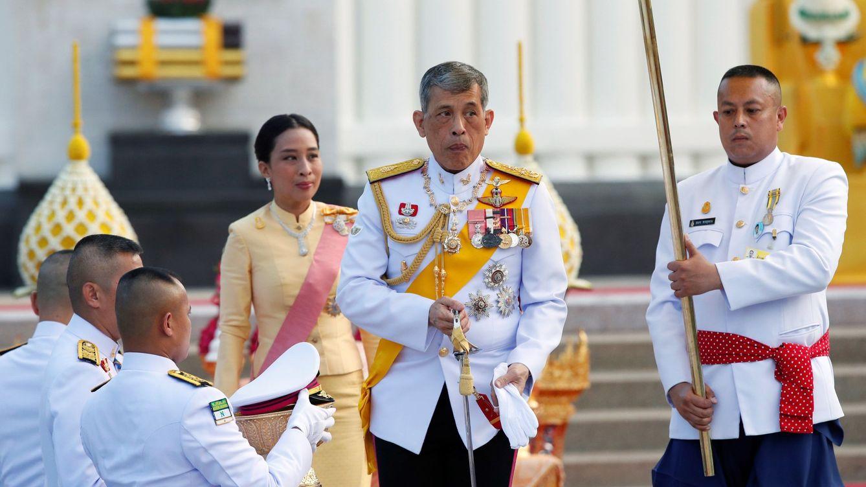 El rey de Tailandia se confina en un hotel de lujo de Alemania con sus 20 concubinas