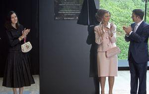 Balenciaga logra unir a la Reina y a Marichalar
