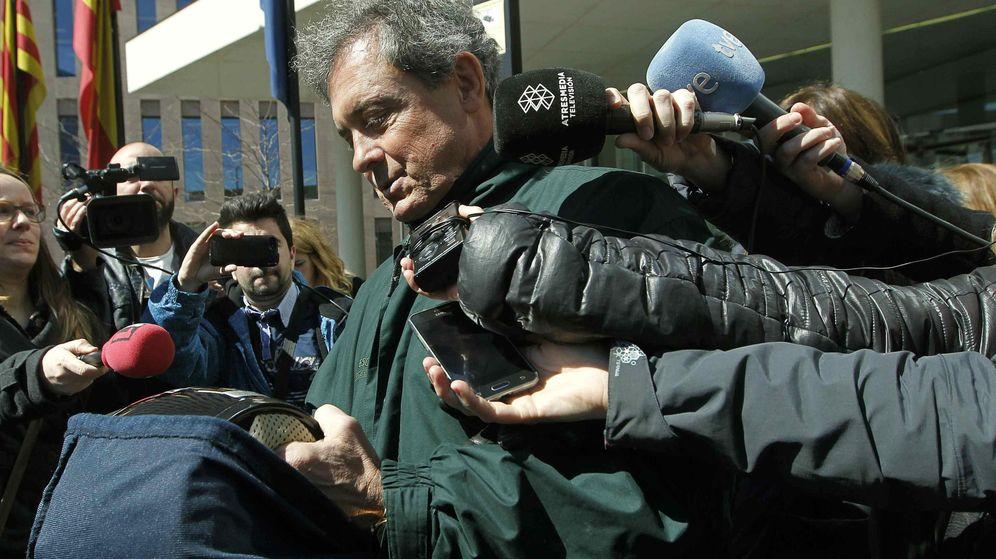Foto: El primogénito de Jordi Pujol, Jordi Pujol Ferrusola, abandona la sede de la Ciutat de la Justicia. (EFE)