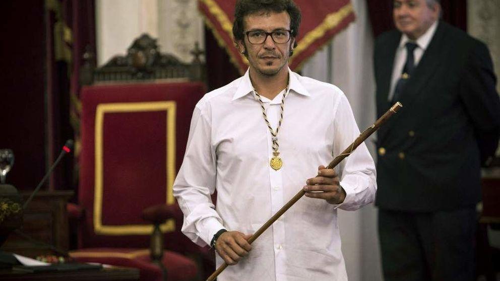 Enfado de 'Kichi' con concejales de PP y PSOE por utilizar  palcos por la cara