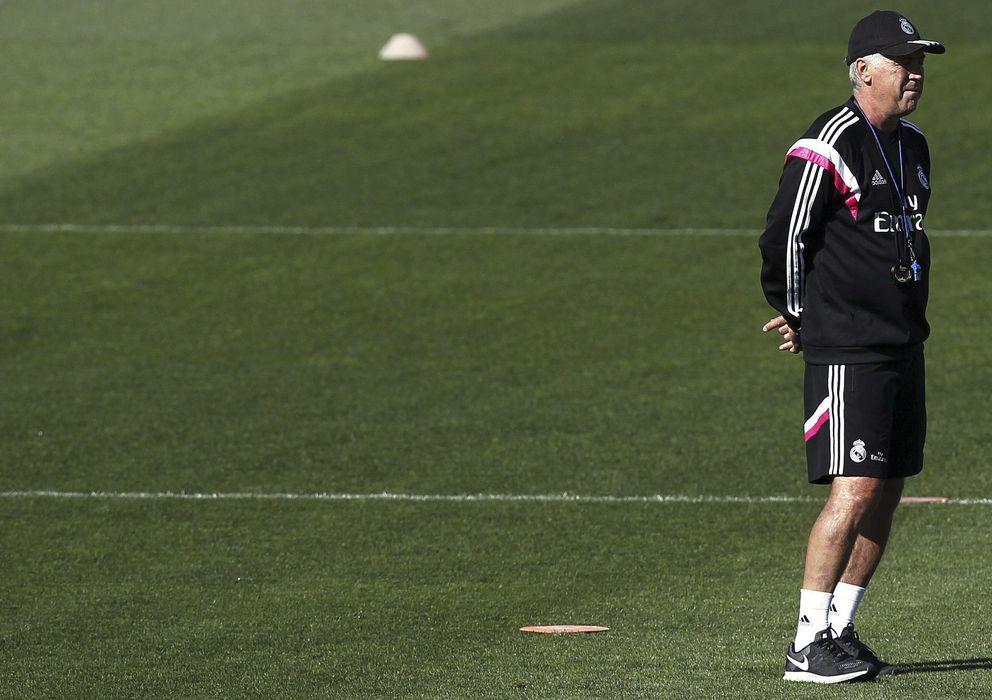 Foto: Carlo Ancelotti, en un entrenamiento del Real Madrid (EFE)