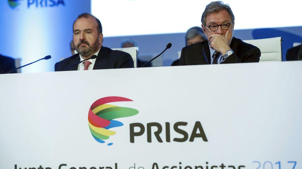Foto: El presidente y el consejero delegado de Prisa, Juan Luis Cebrián y José Luis Sainz, respectivamente, durante la junta general de accionistas de Prisa. (EFE)