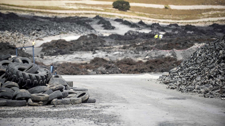 El vertedero de neumáticos de Seseña (Toledo) ardió en 2016. Había acumuladas 10.000 toneladas de ruedas. (EFE)