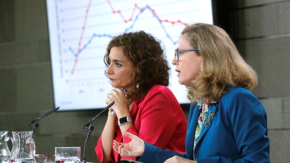 Foto: La ministra de Economía (d), Nadia Calviño, y la titular de Hacienda, María Jesús Montero. (EFE)