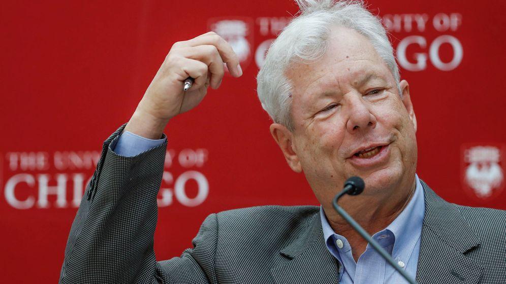 Foto: Richard Thaler, en una conferencia tras conocer que ha ganado el Nobel. (Reuters)