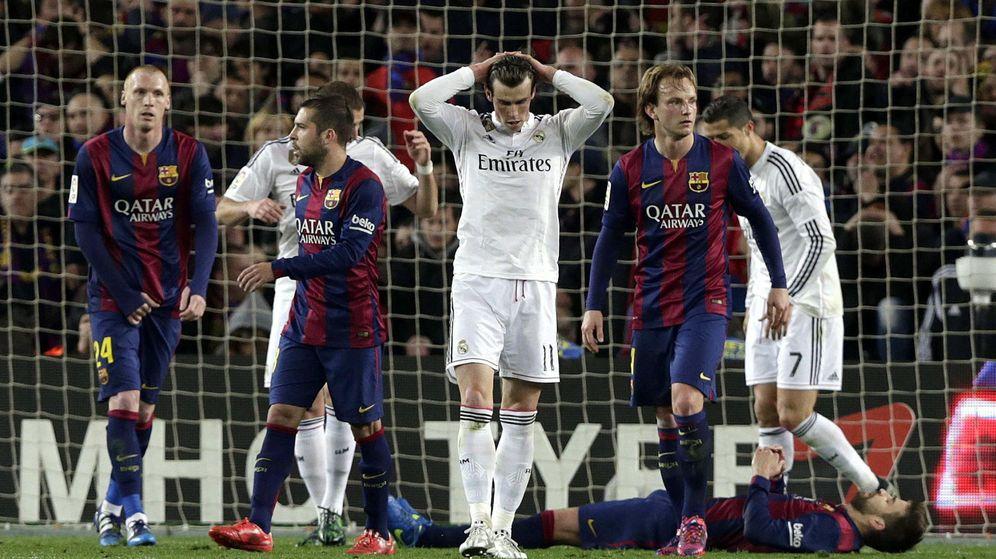Foto: Gareth Bale se lamenta tras su fallo en el Camp Nou.