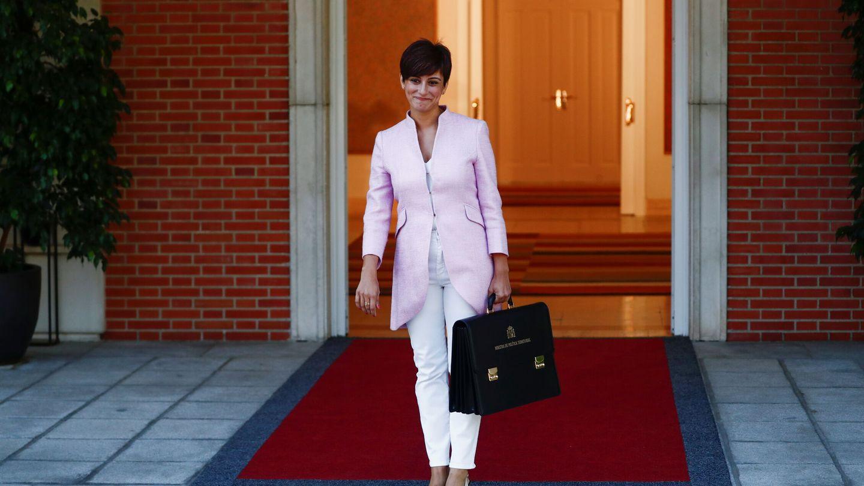 Isabel Rodríguez, a las puertas de la Moncloa. (Reuters)