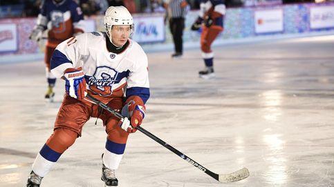 Putin despide el año jugando al hockey sobre hielo en la Plaza Roja