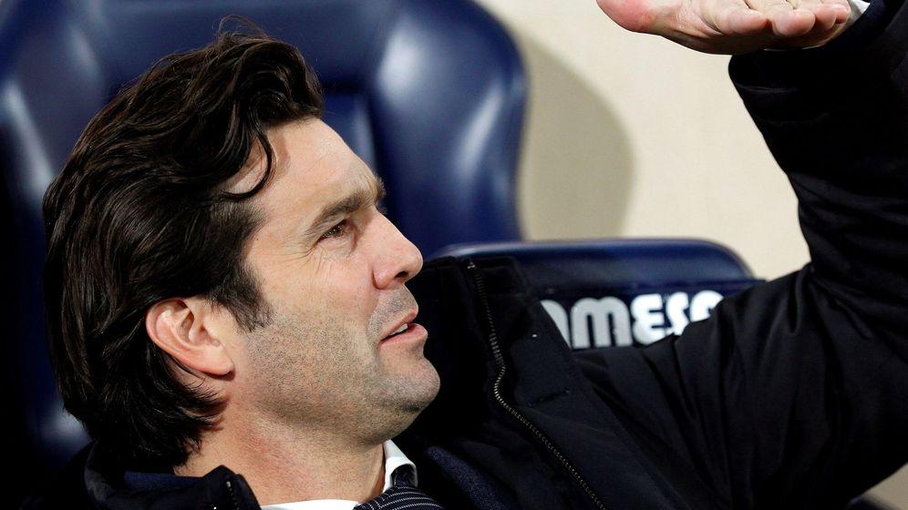 Foto: Solari, en el banquillo del estadio de La Cerámica en Villarreal. (Efe)