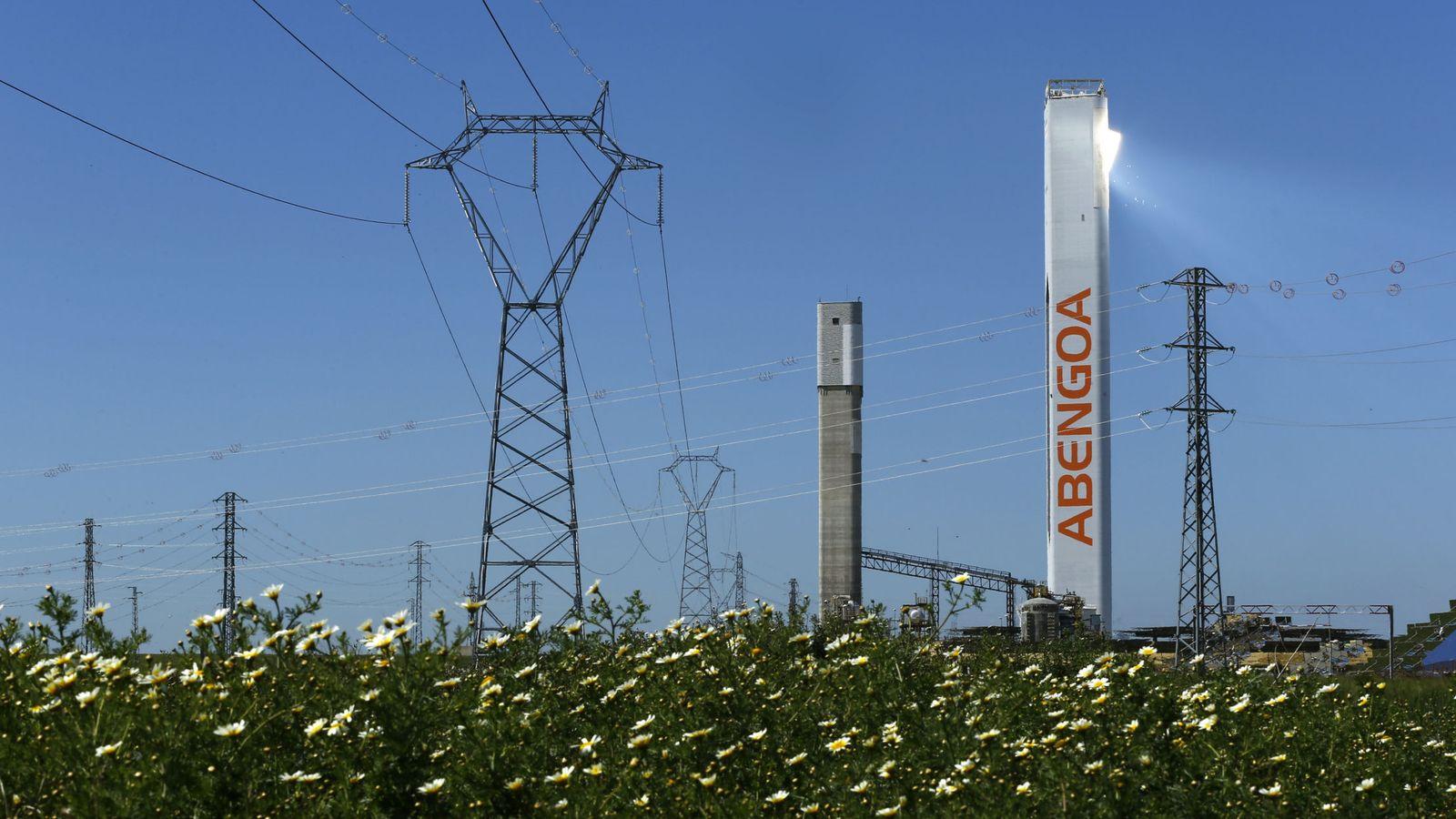 Foto: Torre de energía de Abengoa en Sevilla. (Reuters)