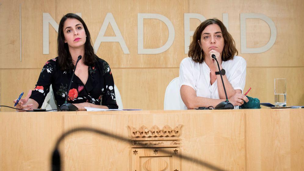 Foto: La portavoz del Ayuntamiento de Madrid, Rita Maestre (i), junto a la delegada de Políticas de Género y Diversidad, Celia Mayer (d). (EFE)