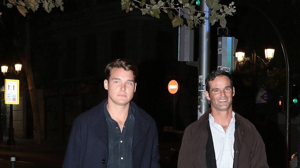 Foto: José Bono y su pareja, Aitor Gómez. (Lagencia Grosby)