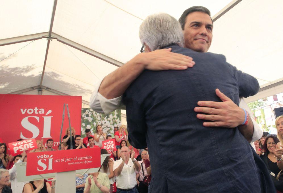 Foto: Pedro Sánchez y Felipe González, en su mitin juntos del 24 de junio de 2016 en Madrid, el día de cierre de campaña de las últimas generales. (EFE)