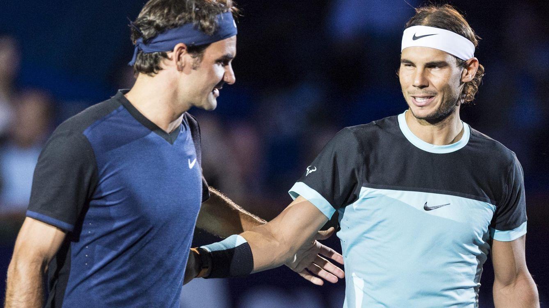 Foto: Nadal y Federer se saludan antes de un partido (Reuters)
