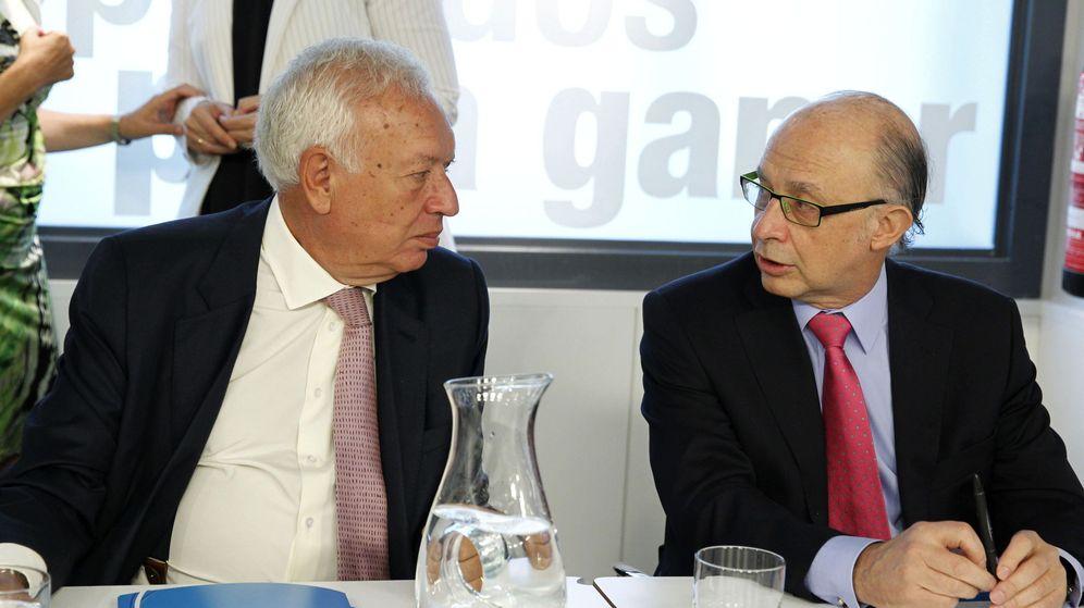 Foto: José Manuel García-Margallo y Cristóbal Montoro. (EFE)
