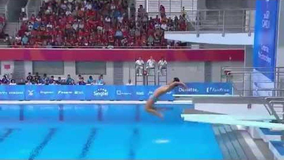 Mira quién salta: ridículo de dos filipinos en los saltos de trampolín