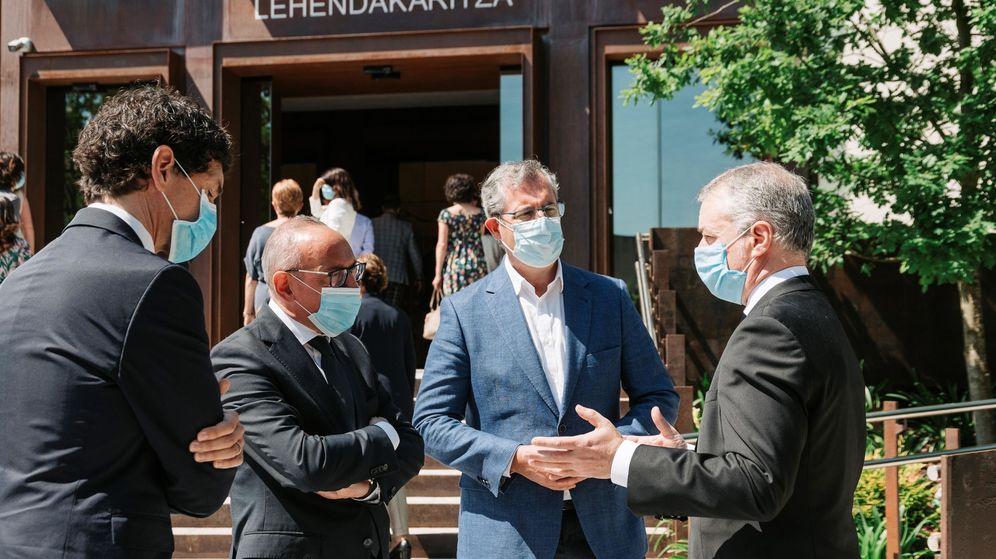 Foto: El Lehendakari Iñigo Urkullu, junto con su equipo de Gobierno. (EFE)