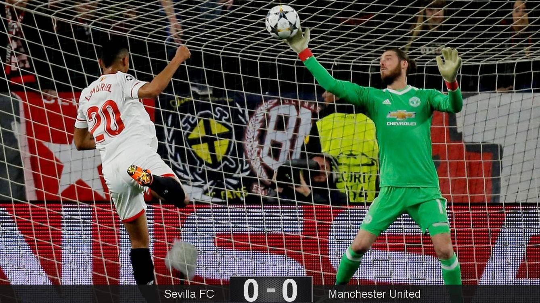 Foto: De Gea salva un balón ante un remate de Muriel. (EFE)