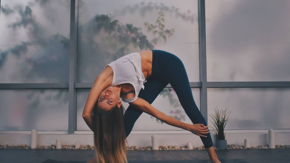 Foto: Ejercicios como el yoga te ayudan a fortalecer tu sistema inmune. (Rawan Yasser para Unsplash)