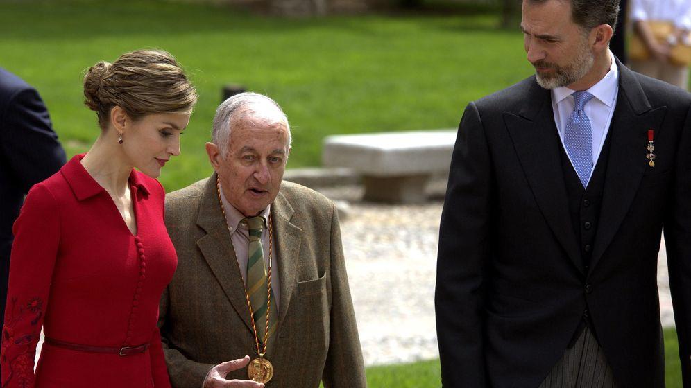 Foto: Juan Goytisolo cuando recibió el Premio Cervantes. (EFE)