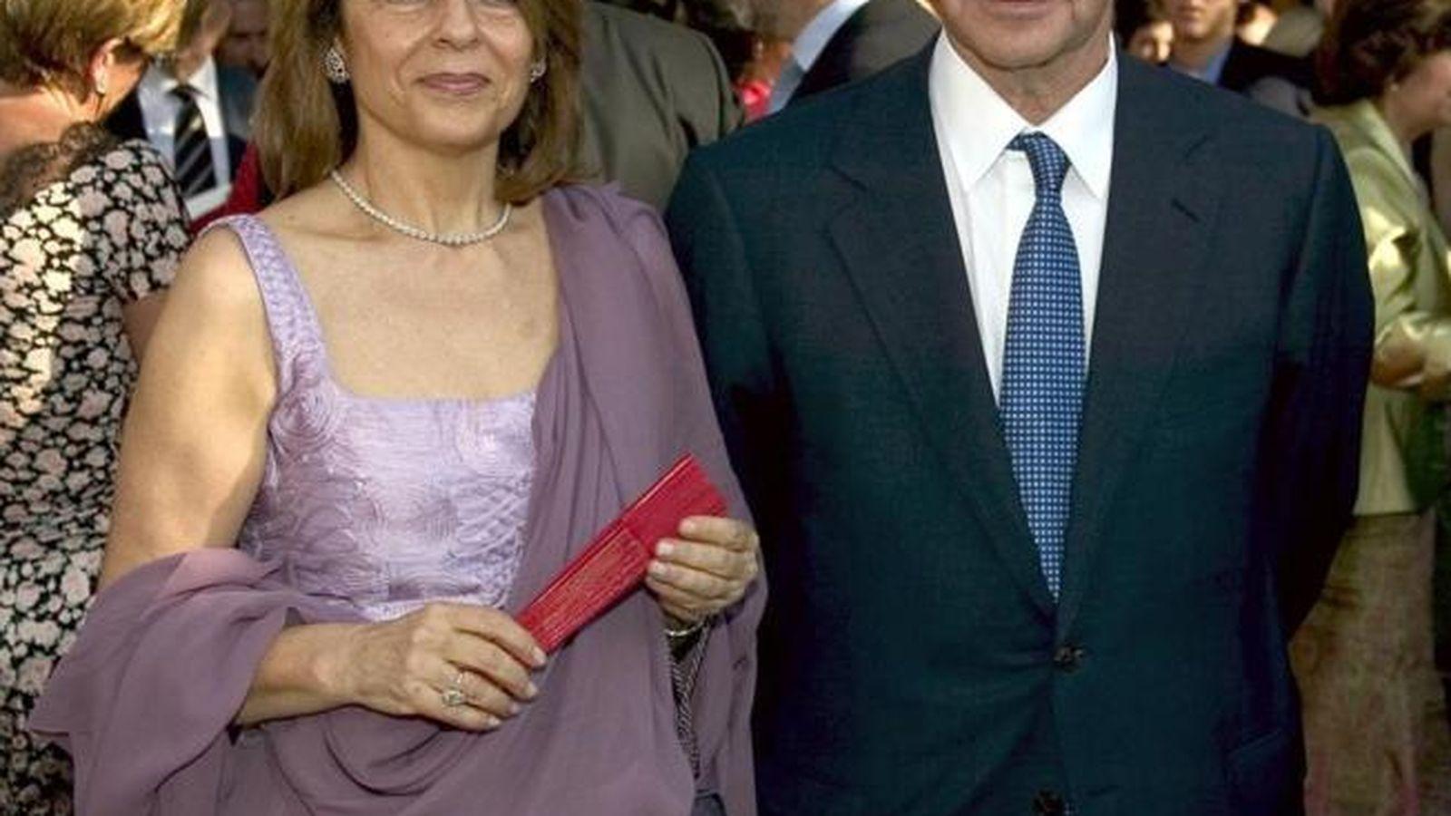 Foto: César Alierta junto a Ana Cristina Placer en una boda (EFE)