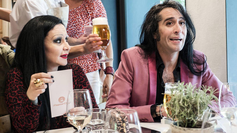 Ambos artistas acudieron a apoyar a su amiga Bibiana Fernández.