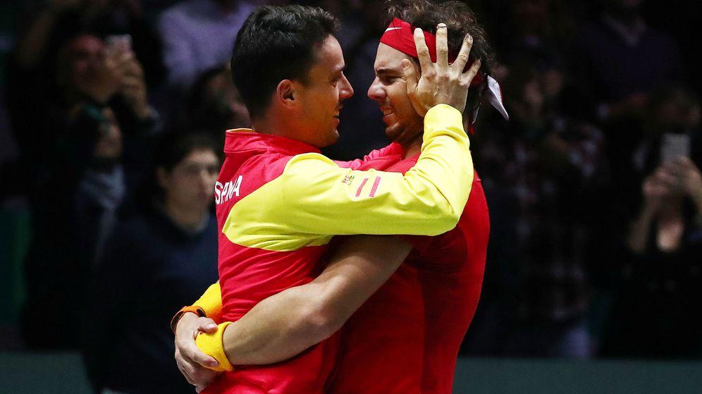 Foto: El abrazo entre Bautista y Nadal que lo dice absolutamente todo. (Reuters)