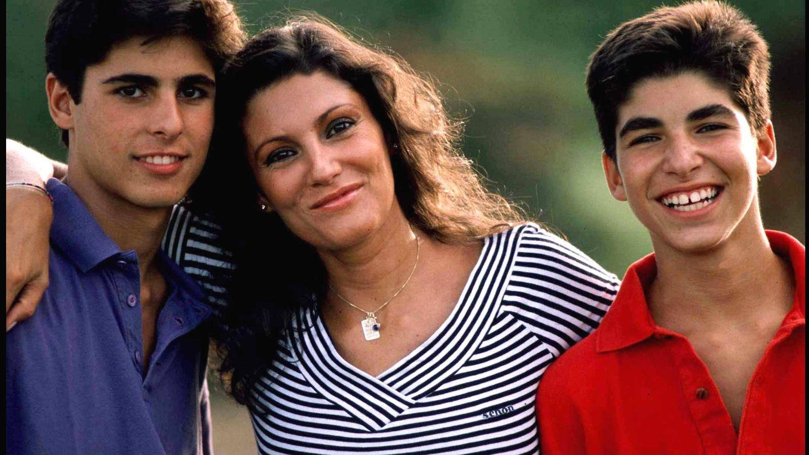Foto: Carmen Ordóñez junto a sus hijos Fran y Cayetano. (Gtres)